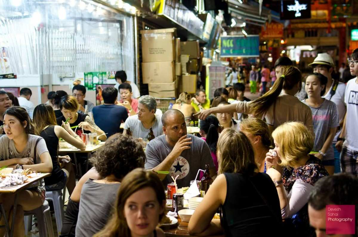 street side dining in hong kong