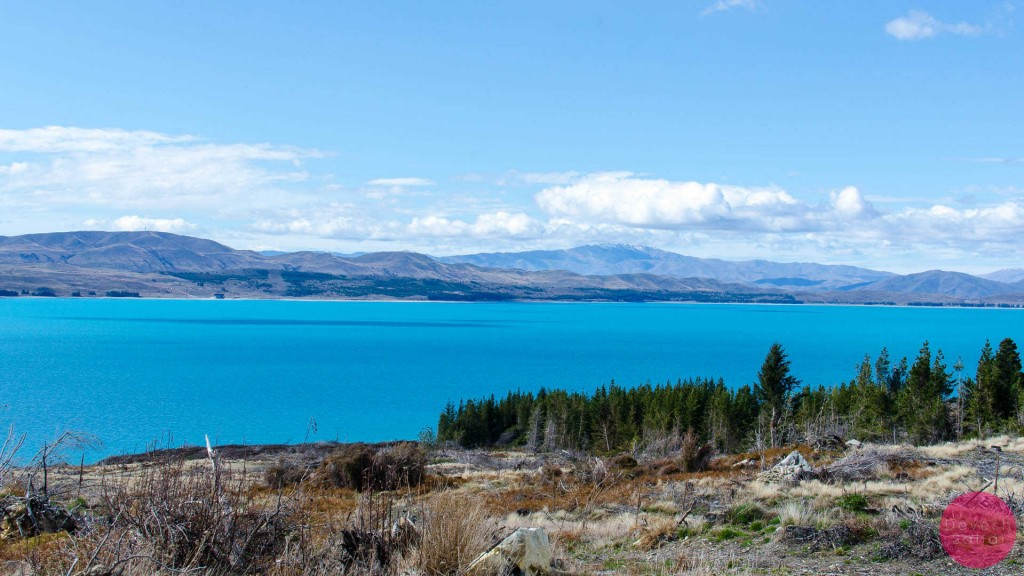 lake pukaki striking blur colour