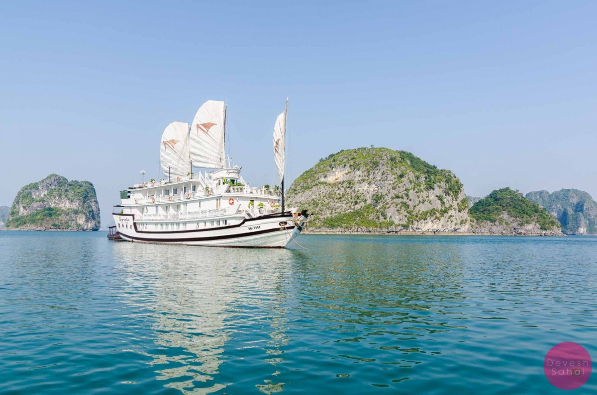 signature cruise boat ha long bay vietnam