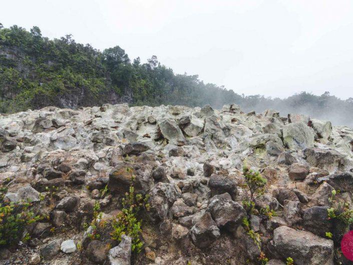 sulfur rocks hawaii