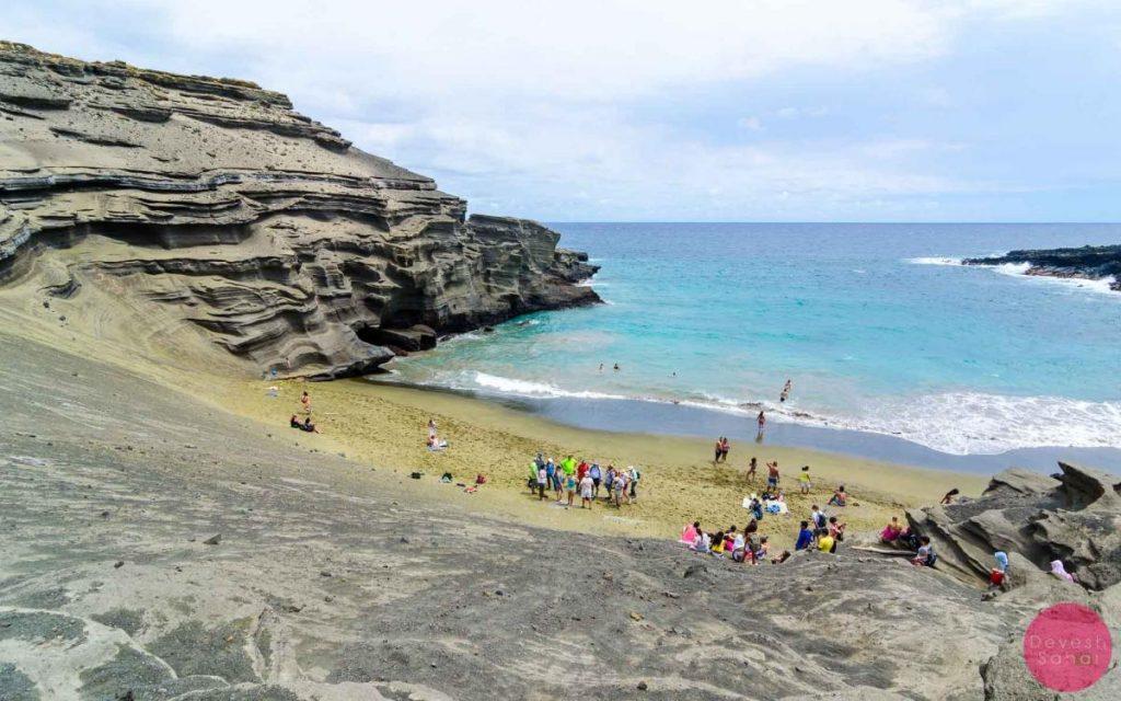 Descending into the Papakolea Beach