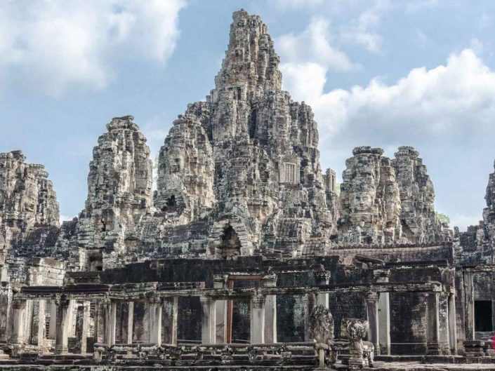 magnificent bayon temple angkor thom siem reap cambodia