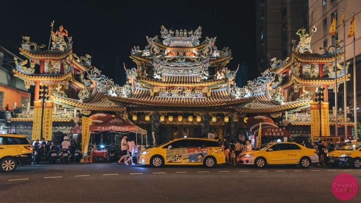 Songshan Cifu Temple next to raise street night market